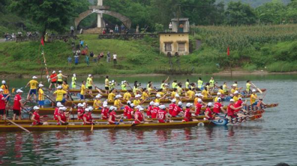 Bố Trạch: Lễ hội đua thuyền truyền thống và Hội thi cá trắm sông Son