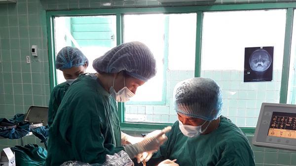 Bệnh viện Hữu nghị Việt Nam - Cuba Đồng Hới vừa phẫu thuật tái tạo thành công khuôn mặt bị vỡ đôi cho người phụ nữ ngã xe máy