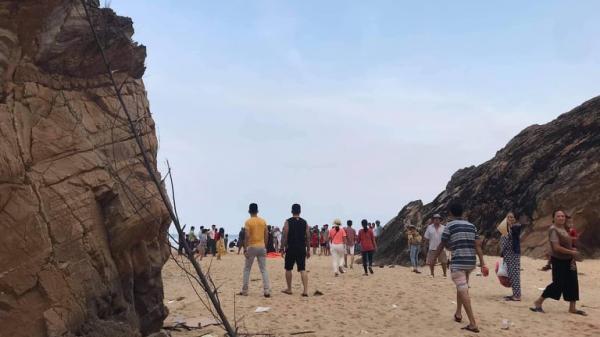 Quảng Bình: Tìm thấy th i th ể nam thanh niên bị đ uối nước khi đi tắm biển