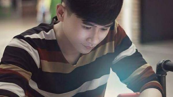 9X điển trai gốc Quảng Bình gây sốt dân mạng khi là thí sinh nam duy nhất lọt top 10 Sao Mai toàn quốc