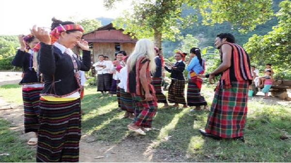 Lập lớp truyền dạy văn hóa phi vật thể cho dân tộc Chứt tại Quảng Bình