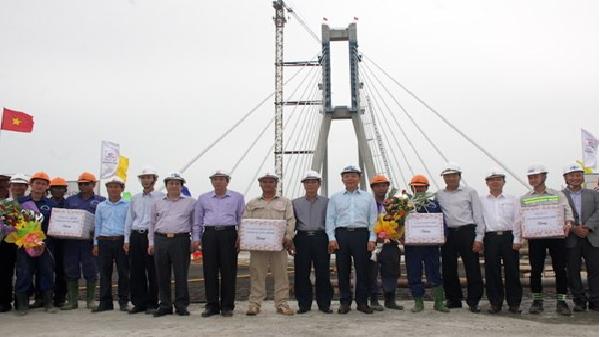 Quảng Bình: Hợp long cầu Nhật Lệ 2 bắc qua sông Nhật Lệ