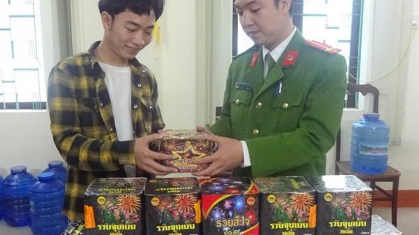 Nhiều người dân Quảng Bình tự nguyện giao nộp ph.áo trước dịp Tết