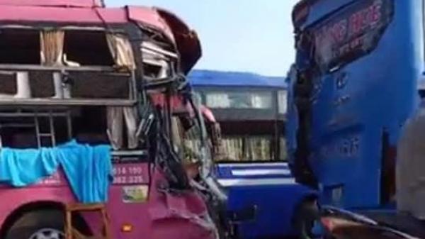 T.ai n.ạn giữa hai xe khách giường nằm Quảng Bình và Quảng Trị, hàng chục người hoảng loạn