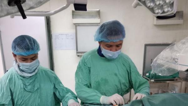 """Bệnh viện hữu nghị Việt Nam-Cuba Đồng Hới kích hoạt """"báo động đỏ nội bệnh viện"""", nút mạch máu cứu sống  bệnh nhân bị u gan vỡ"""