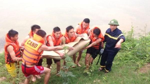 Quảng Bình: Học sinh lớp 8 bị lũ cuốn trôi