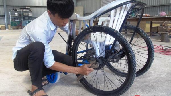 Chàng sinh viên trường Đại học Quảng Bình chế tạo xe lăn chạy bằng động cơ giá rẻ