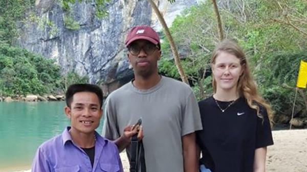 Người dân Quảng Bình trả lại nhiều tài sản cho du khách bị bỏ quên