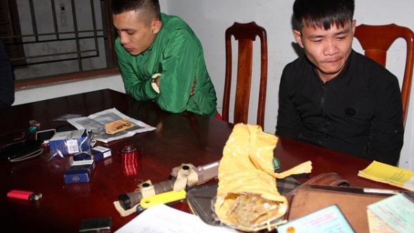 Quảng Bình: Phát hiện tài xế dương tính với ma túy cùng nhiều hàng nóng trên xe ô tô