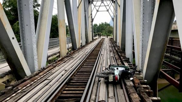 Quảng Bình: Người đàn ông t.ử v.ong khi điều khiển xe đi trên cầu đường sắt