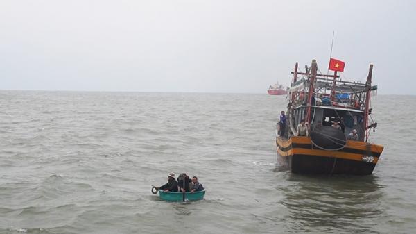 Cứu nạn 6 thuyền viên tàu QB 92153 TS bị chìm