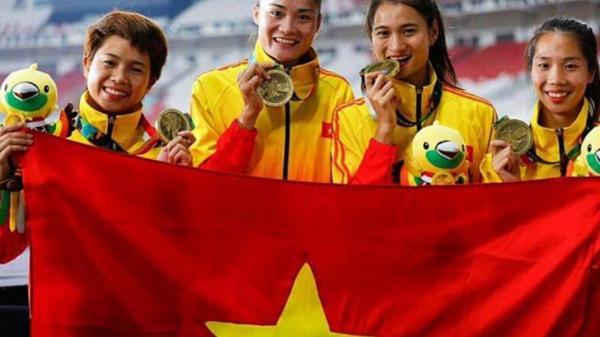Tặng Bằng khen của Chủ tịch UBND tỉnh cho các vận động viên, huấn luyện viên đạt thành tích xuất sắc tại giải thi đấu Quốc tế năm 2019