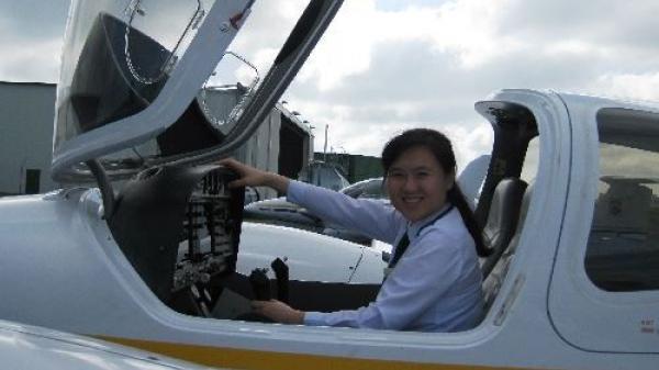 Chân dung cô gái quê mẹ Quảng Bình, nữ cơ trưởng đầu tiên của hãng hàng không giá rẻ