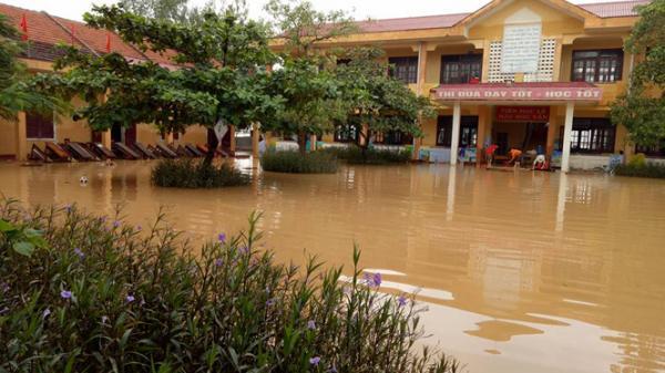 Các trường phải bảo đảm an toàn tuyệt đối cho học sinh, giáo viên khi mưa lũ đến