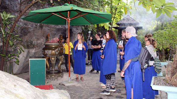 Câu chuyện về ngôi đền thiêng trên đường 20 - Quảng Bình