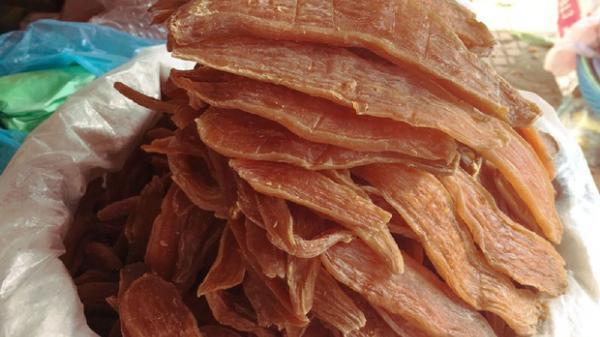 Món ăn có cái tên dễ gây hiểu lầm: khoai deo - nhai muốn g.ãy răng và là niềm tự hào của người dân Quảng Bình