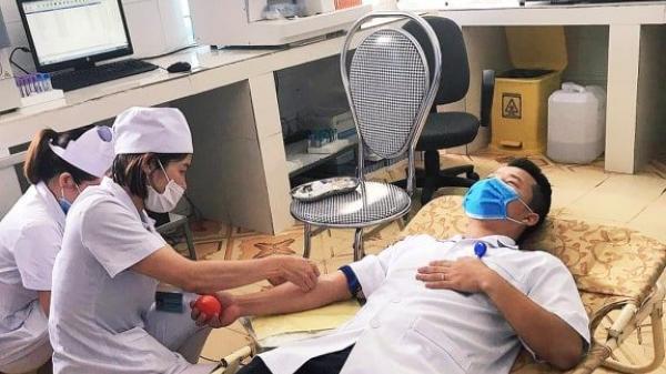 Các bác sỹ, dược sỹ hiến m.á.u cứu sống sản phụ ở Quảng Bình giữa mùa dịch Covid-19.