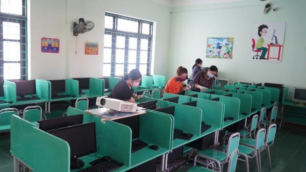 Học sinh Quảng Bình chuẩn bị tham gia học trực tuyến trên truyền hình và qua internet