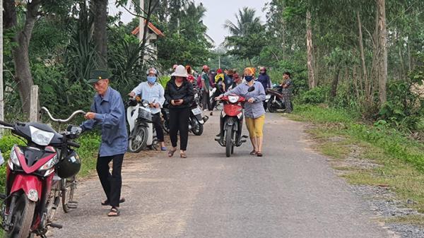 Quảng Bình: Ngăn xe chở cát đi qua làng, người dân bị h.à.nh h.ung