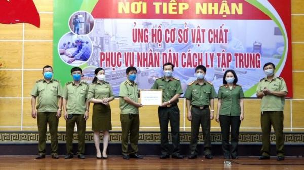 Cục Quản lý thị trường trao 100 triệu đồng tới Công an tỉnh Quảng Bình nhằm chung tay phòng chống dịch bệnh covid – 19