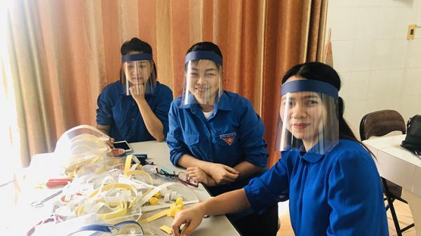 Đoàn Thanh niên Sở Y tế sáng chế mặt nạ bảo hộ tặng các lực lượng chống dịch