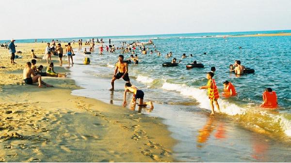 Biển an toàn, du lịch Quảng Bình hút khách trở lại