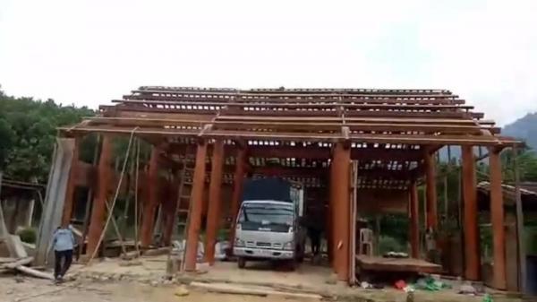 Con chủ tịch huyện mua nhà gỗ 700 triệu đồng