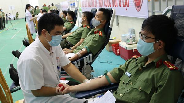 Hơn 500 cán bộ, chiến sĩ Công an tỉnh Quảng Bình hiến m.áu tình nguyện