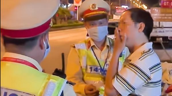 Tạm đình chỉ cán bộ thuế ở Quảng Bình say r.ượu thách thức CSGT