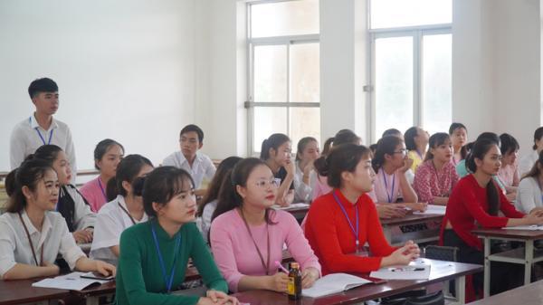 Sáng 11-5, sinh viên Trường đại học Quảng Bình trở lại học tập bình thường