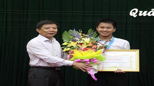 Nam sinh Quảng Bình tiếp tục đạt Huy chương Bạc Olympic Vật lí châu Á