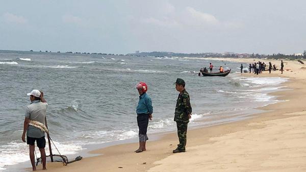 Cảnh báo nguy hiểm khi tắm biển Trung Trạch