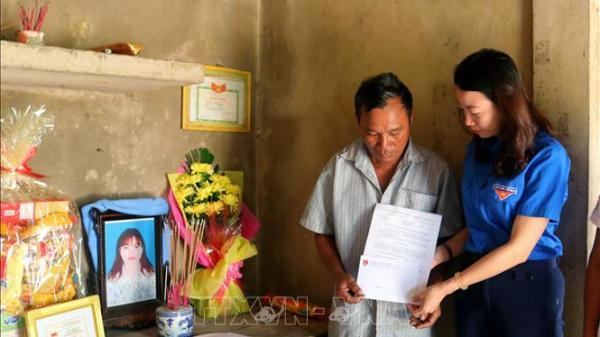 Truy tặng Huy hiệu Tuổi trẻ dũng cảm cho nữ thanh niên ở Quảng Bình