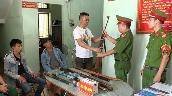 Công an tỉnh Quảng Bình vận động, thu giữ nhiều loại vũ khí nguy hiểm