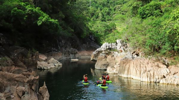 Khám phá hang giếng Voọc- Hồ Bồng Lai