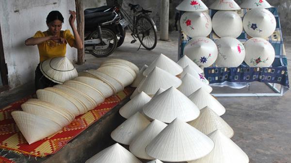Nón lá Mỹ Trạch: Khẳng định thương hiệu Việt