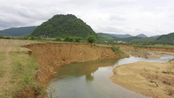 Quảng Bình: Sông Ngọn Rào sạt lở nghiêm trọng, dân sống trong bất an