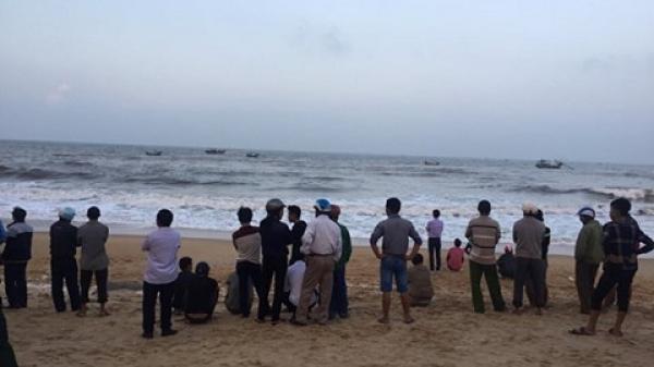 Thi thể học sinh đuối nước tại biển Thiên Cầm trôi dạt vào Quảng Bình