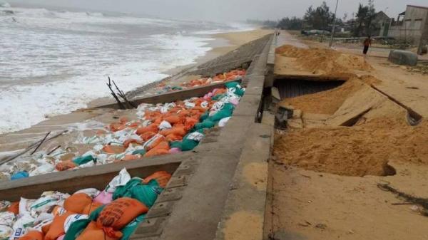 Sạt lở hư hại kè biển tại Quảng Bình là do thiết kế