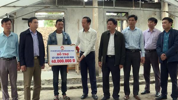 Huyện Quảng Trạch trao 40 triệu đồng cho gia đình có nhà bị cháy