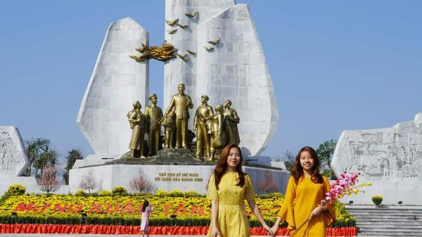 """""""Check in"""" quảng trường Hồ Chí Minh, viếng Đền thờ Bác Hồ và các Anh hùng liệt sỹ Quảng Bình"""