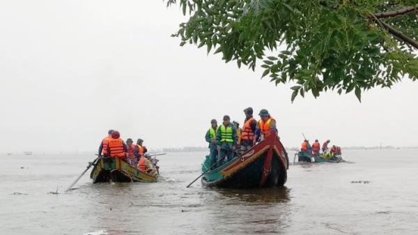 """""""Biệt đội"""" ngư dân cứu hộ ở Quảng Bình"""