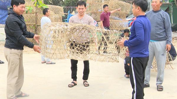 Ngư dân làng biển Lý Hòa khôi phục nghề làm bóng mực