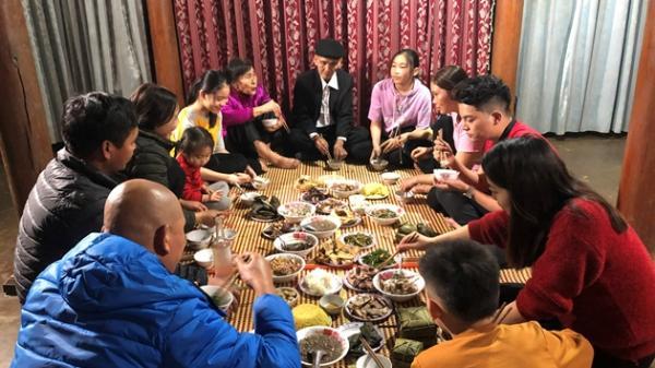 """Độc đáo tục """"giỗ sống"""" cha mẹ để báo hiếu của người vùng cao Quảng Bình"""