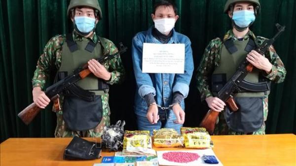 """Bắt quả tang """"ông Trùm"""" buôn 3kg ma túy đá ở Quảng Bình"""
