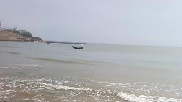 Quảng Bình: Một ngư dân rơi xuống biển mất tích nhiều ngày