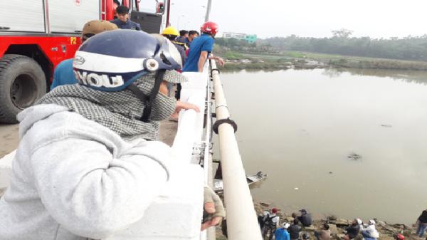 """Tam Kỳ (Quảng Nam): Thanh niên """"mất tích"""", để lại điện thoại và xe máy trên cầu"""