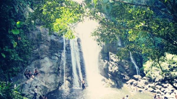 Mê đắm ngọn thác 3 tầng giữa mùa hè sát vách Đà Nẵng