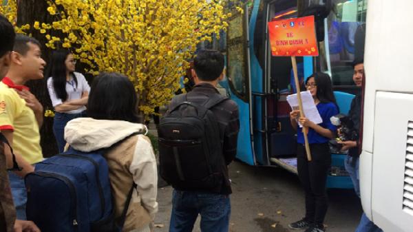 Thuê xe, hỗ trợ vé máy bay đưa công nhân Quảng Nam về quê đón Tết