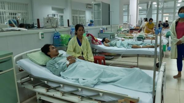 """Quảng Nam: """"Cửa hàng tạp hóa tử thần"""" làm 5 người chết, 30 người nhập viện sau khi uống rượu"""